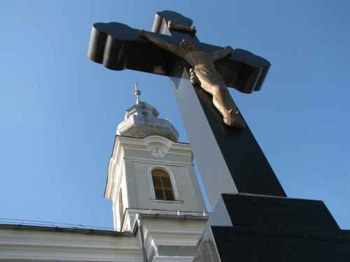 Biserica in umbra crucii