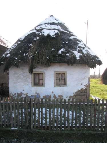 Casa lui Ion (Buha) văzută de la drum