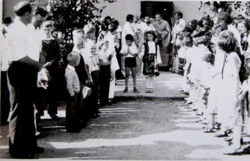 La intrarea in biserica