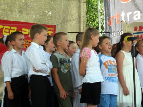 Corul de scolari din Bozinta