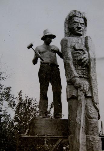 Sculptind la Rohia